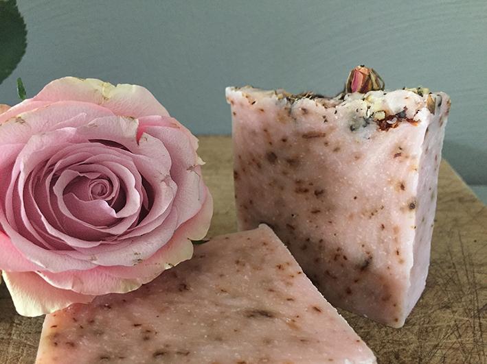 rozenzeep - natuurlijke zeep - ambachelijk gemaakt - kokos zeep