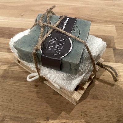 natuurlijke-biologische-vegan-ambachtelijk-zeep washandje op pallet kado vk - kopie