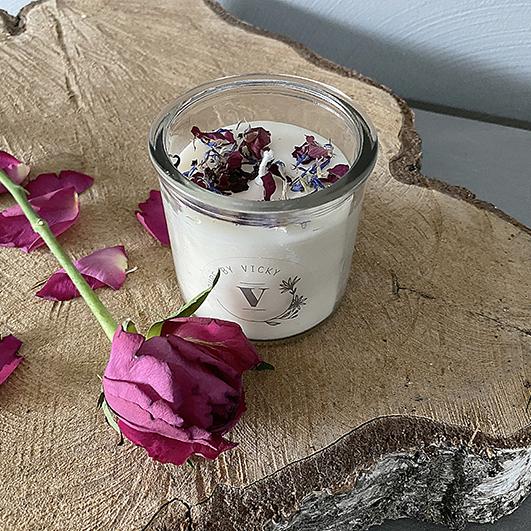 Koolzaadwas kaars- natuurlijke kaars - handgegoten - handgemaakt - ambachtelijk -a-bed-of-roses-2